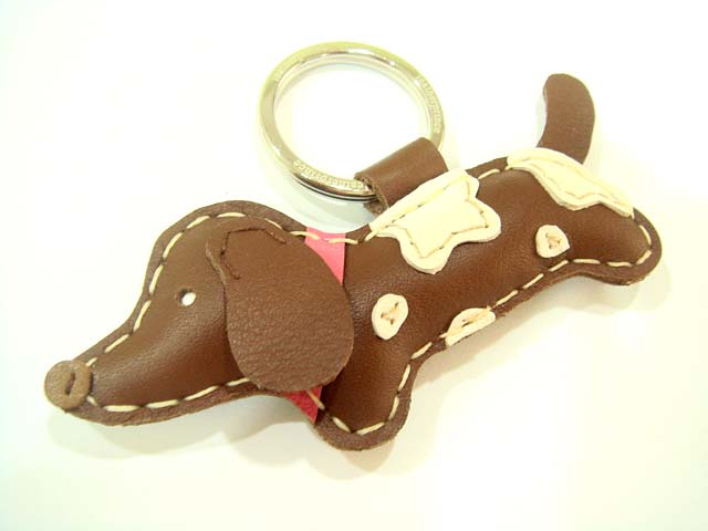 Lilah the Dachshund leather keychain ( Brown )