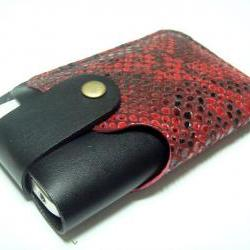 Leatherprince Handmade iPhone 4 leather case ( Black / Red Lizard printed leather )