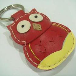 Fiona the Owl Leather Keychain ( Red )